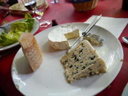 avant le dessert on mange des fromage