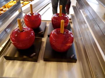 pomme d'amour(りんごあめ)の形のケーキ  これ、貰いたい。。!
